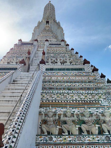 ワットアルン 仏塔 階段