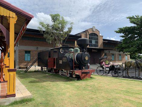 チョムチューイカフェ 機関車