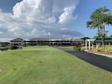 ザロイヤルゴルフ クラブハウス